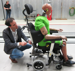 The Lewis seating orthosis turned out to be safe during crash test!